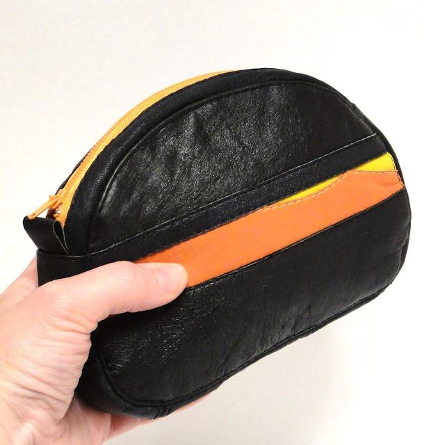 Кожаная косметичка на молнии: черный и оранжевый. Подарок женщине, ручная работа. Доставка почтой или курьером