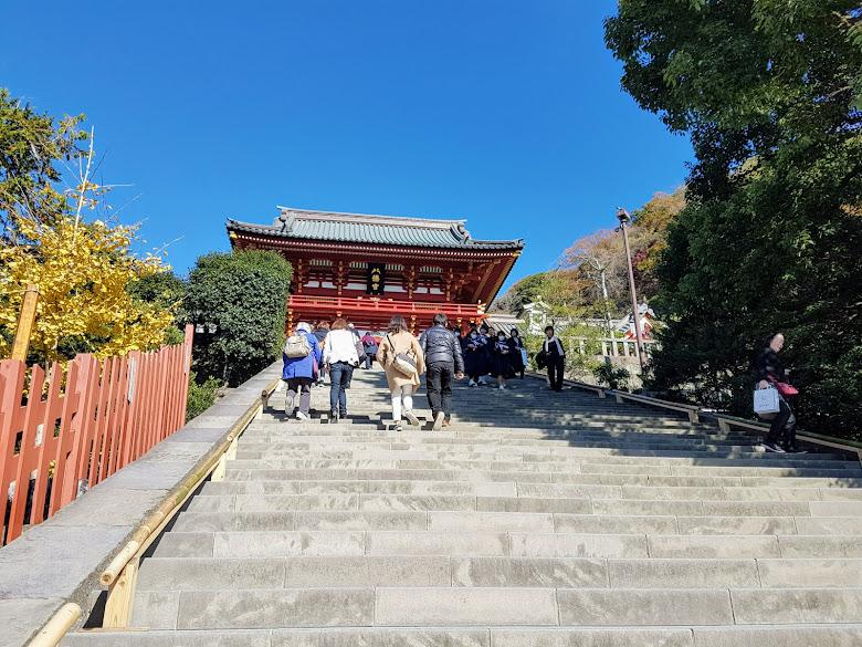 爬上正殿的樓梯
