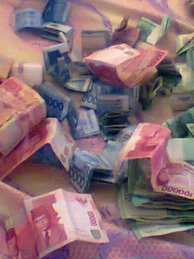 butuh uang, nemu uang