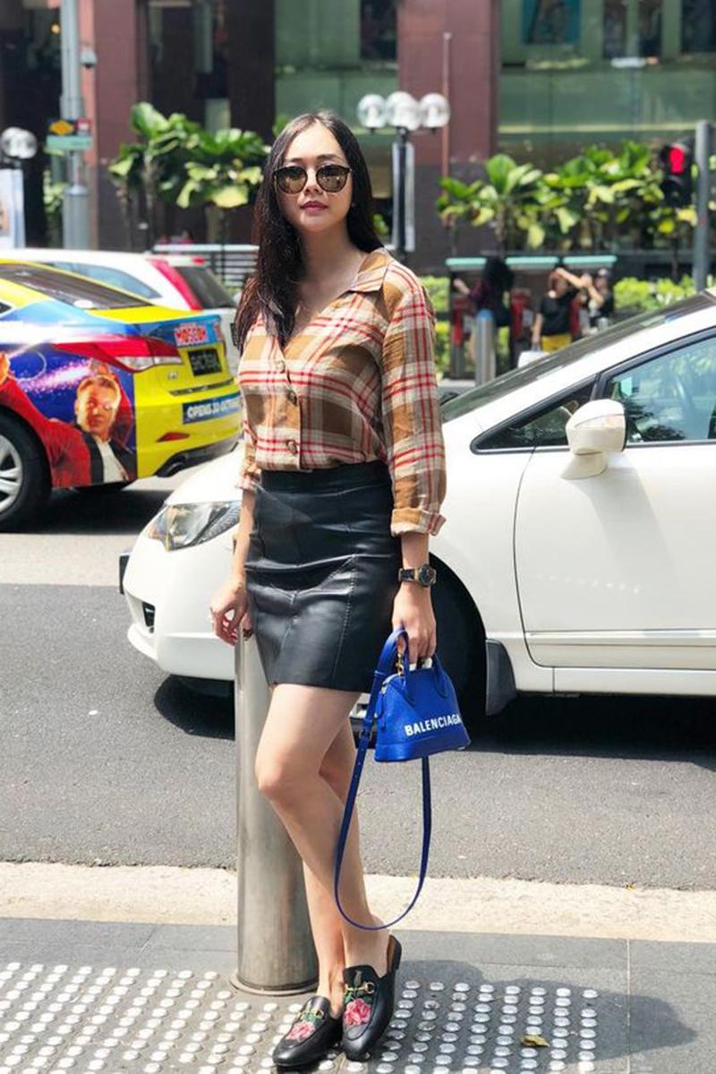 rok mini aura kasih karir kemeja ketat