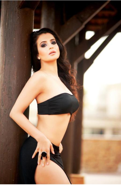 Amisha patel hot bikini still in black
