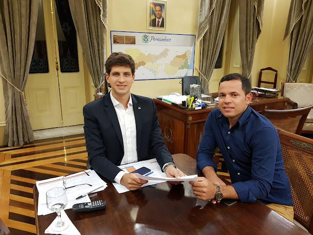 LOCAL: Carlinhos de Chico, em visita ao Recife pede mais segurança para São Joaquim do Monte.