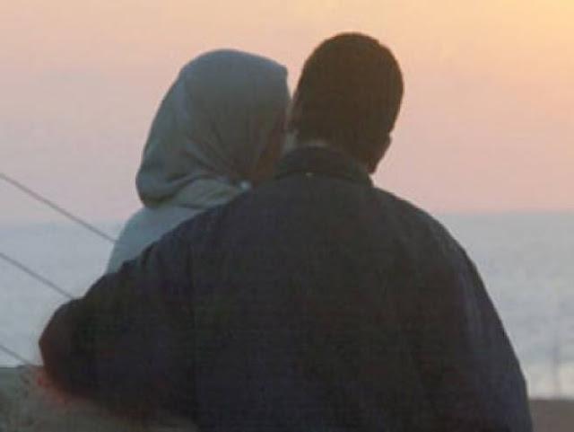 ما حكم القبلة والمعاشرة والمعانقة في نهار رمضان؟ إليكم الحكم ..