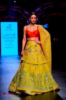Bollywood Actress Malaika Arora Khan Walks on Ramp at LFW Summer 2017  0009.jpg