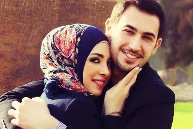 Suami istri bahagia