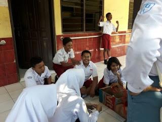 English Club Mengajar di SLB Purwosari