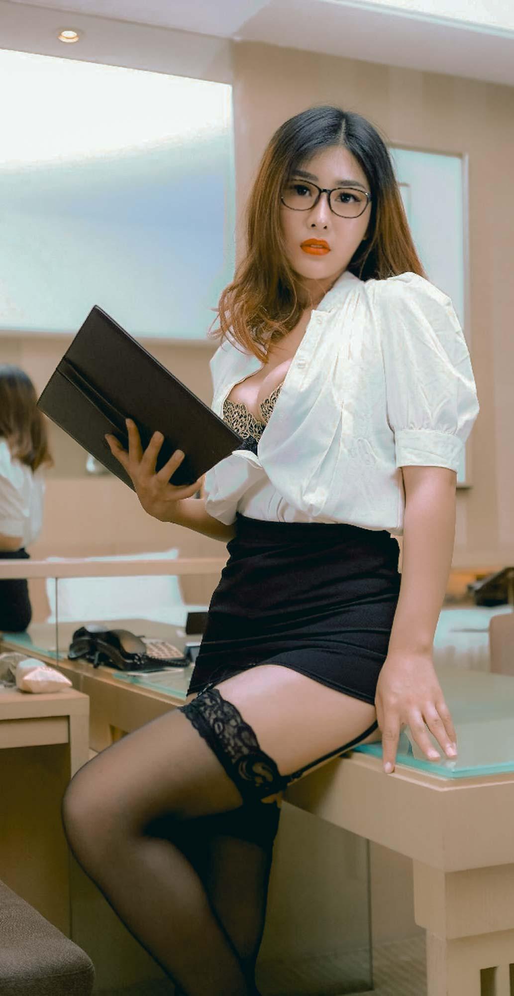 sexy korean secretary photo