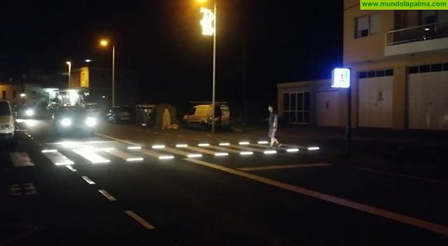 El Ayuntamiento de Los Llanos de Aridane instala en Todoque el segundo paso de peatones inteligente del municipio