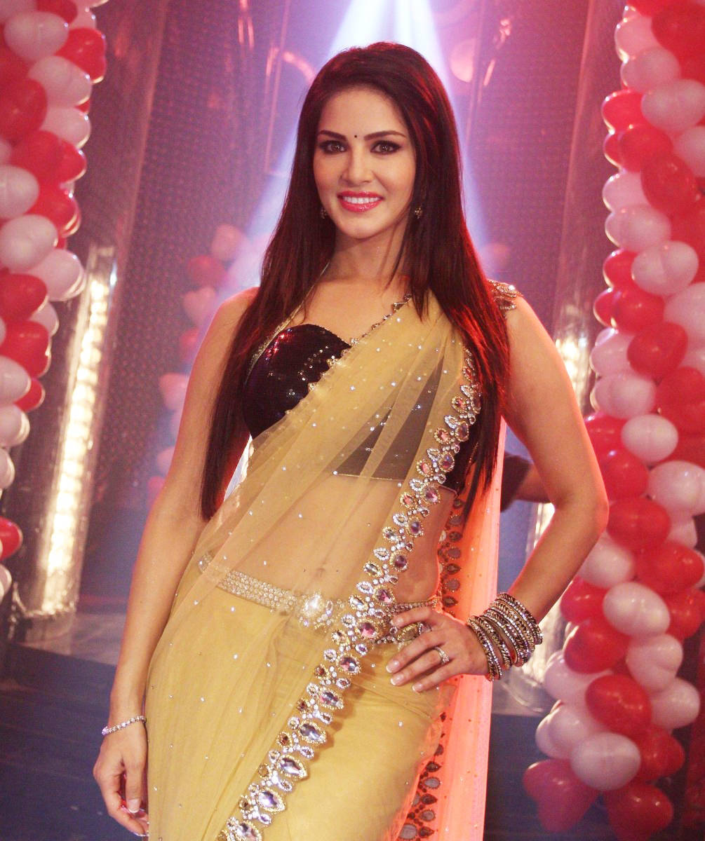 Bollywood Model In Designer Yellow Saree Sunny Leone