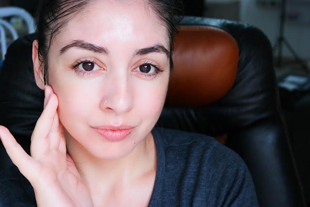 massagem facial , ácido hialurônico, região de olhos hidratada, pele lisa, bigode chines