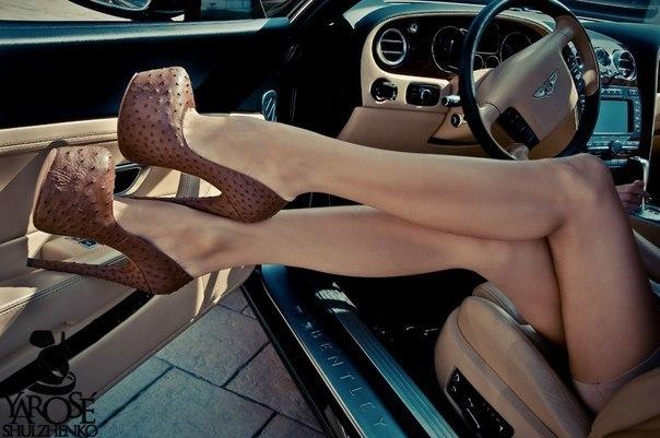 На лето обувь надо покупать,  модную, недорого, онлайн.