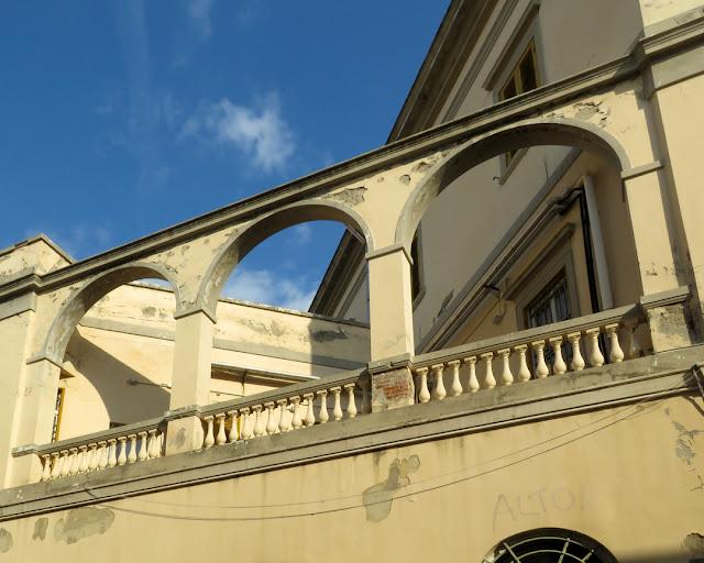 A terrace with three arches, Via Sansoni, Livorno
