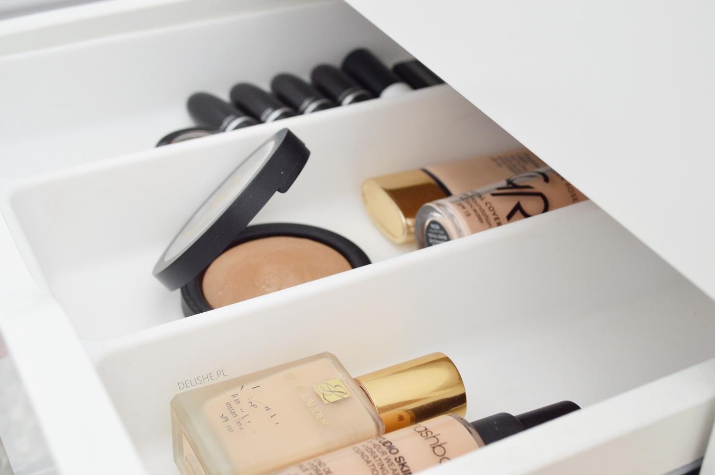 toaletka - jak uporządkować kosmetyki