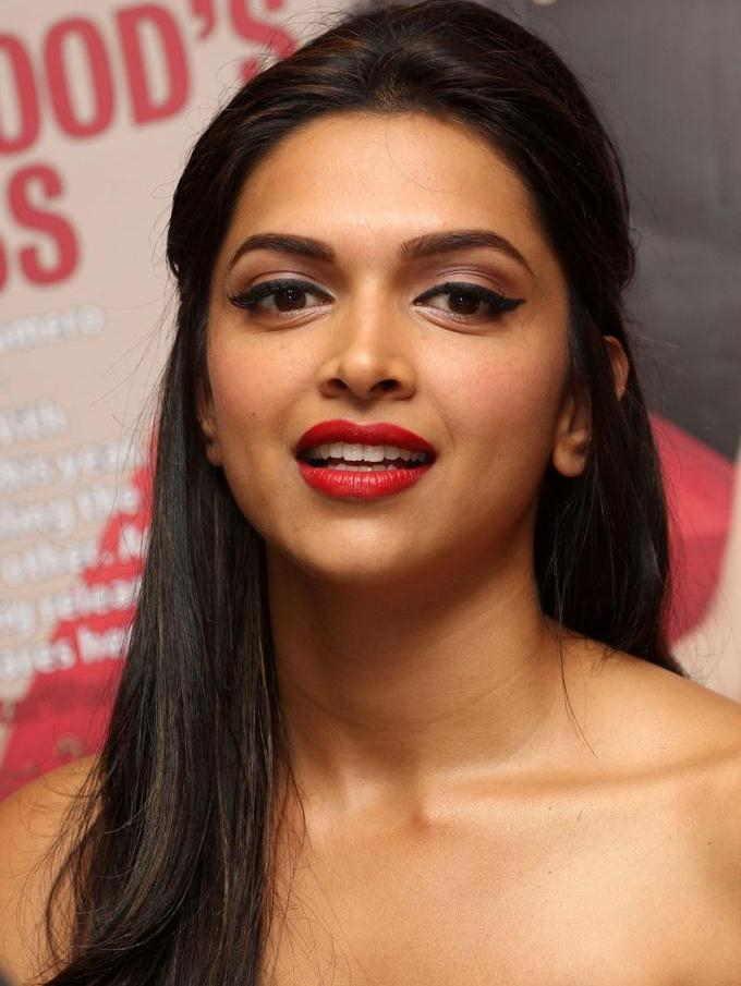 Bollywood Actress Oily Face Closeup Photos Deepika Padukone