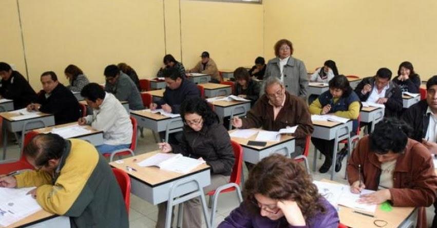 Aprobación de proyectos de ley podría hacer que profesores cesados retornen a las aulas