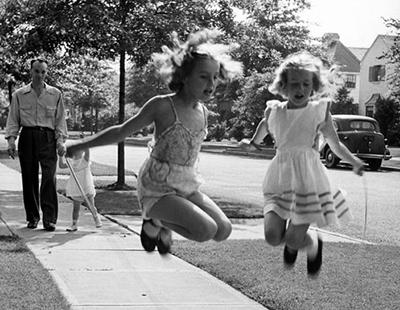 http://kvetchlandia.tumblr.com/post/154780575908/alfred-eisenstaedt-jumping-rope-garden-city