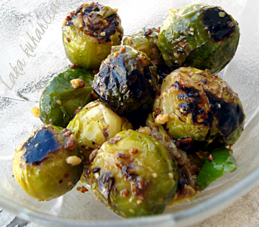 Crunchy Brussels sprouts by Laka kuharica: aromatic and healthy side-dish.