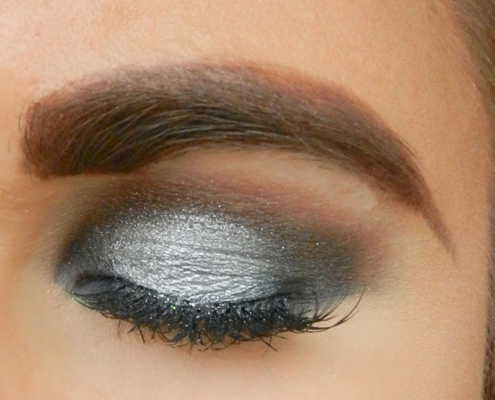Smokey Halo Silver Makeup look