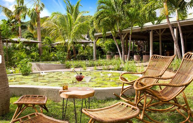 Tamarin restaurant de luxe à Saint Barth : terrasse sur jardin