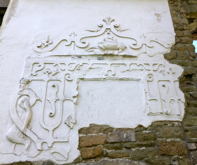hardwick-old-hall-great-hall-plasterwork-overmantel