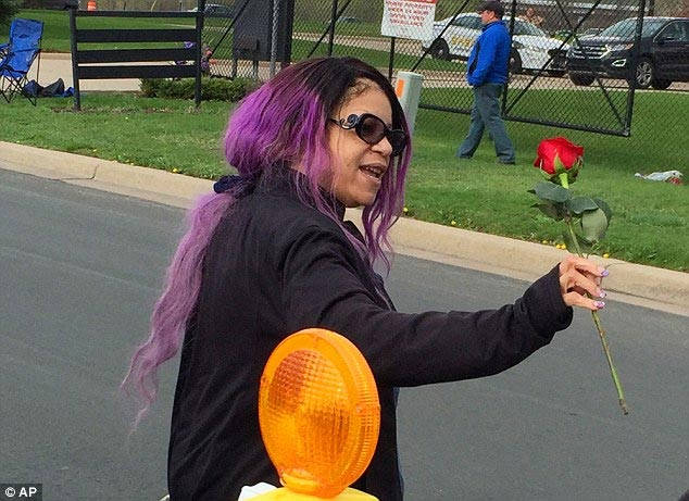 Prince's Sister Tyka Seen Smiling At His Burial, She Stands To Inherit The Musician's $800m Fortune