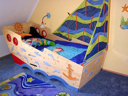 cama en forma de barco