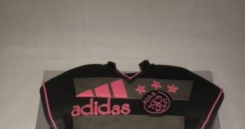 Ajax dames uitwedstrijd shirt taart 137 for Ajax kussen