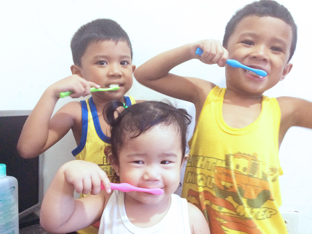 kids-brushing-teeth