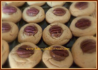 Peanut Butter Turtle Cookies | www.BakingInATornado.com | #recipe #bake