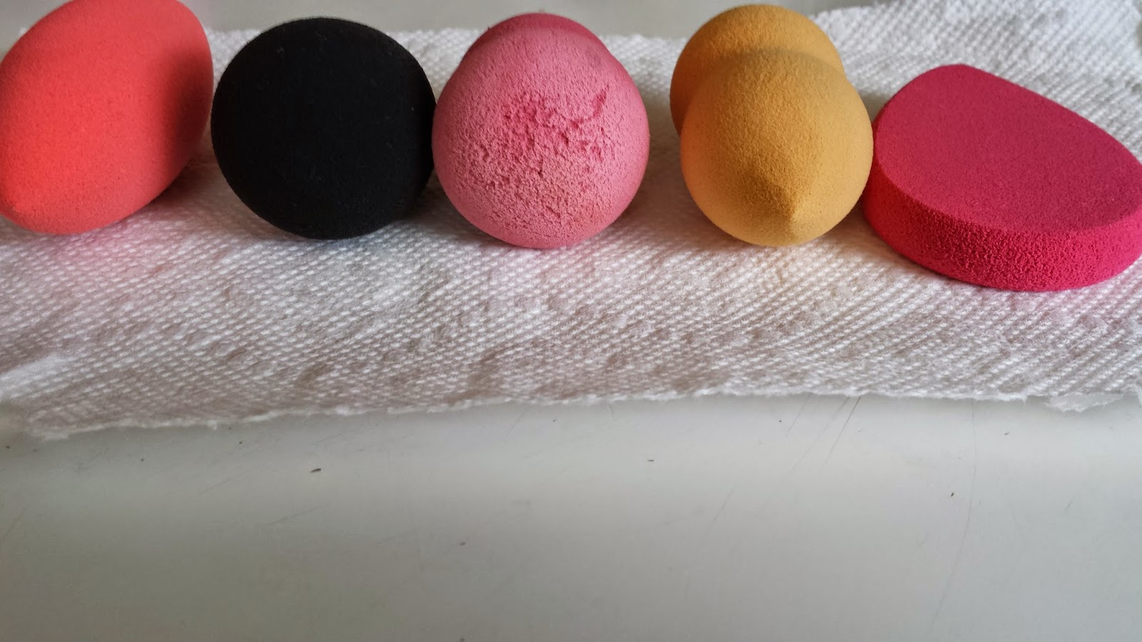 Beauty sponge comparison - www.modenmakeup.com