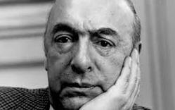 Imagen de Pablo Neruda con la mano en el rostro