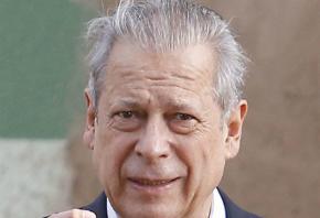 José Dirceu recebe cobrança de R$ 10 mi da Receita na cadeia