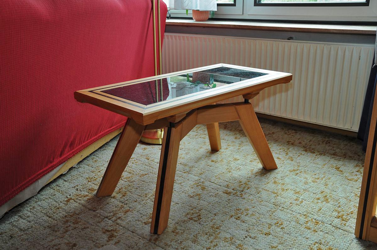 michas holzblog projektvorstellung beistelltisch mit. Black Bedroom Furniture Sets. Home Design Ideas