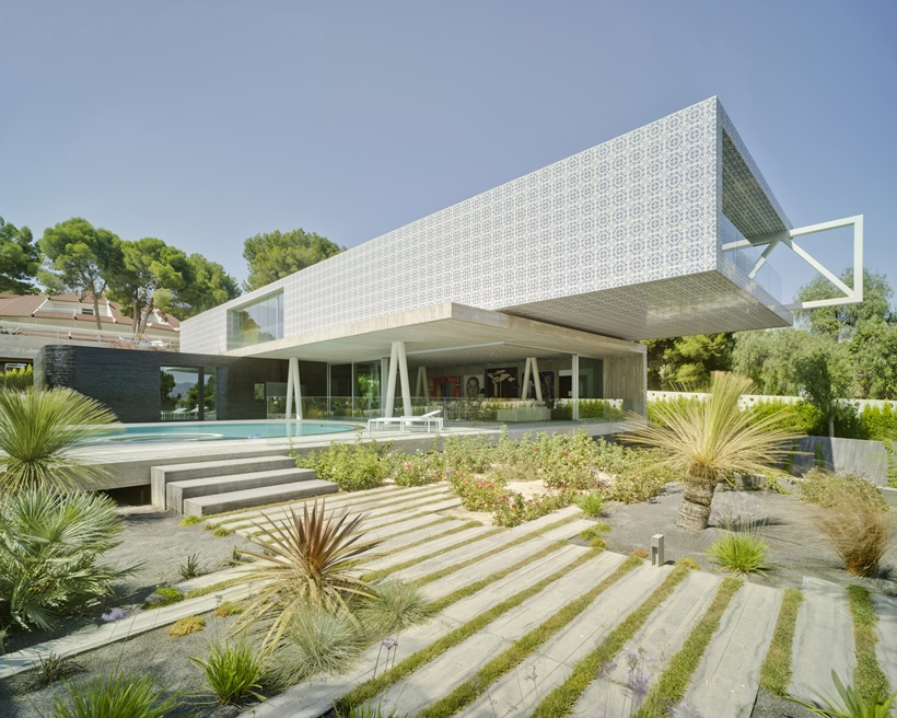 Exterior of Ultra Modern House by Clavel Arquitectos