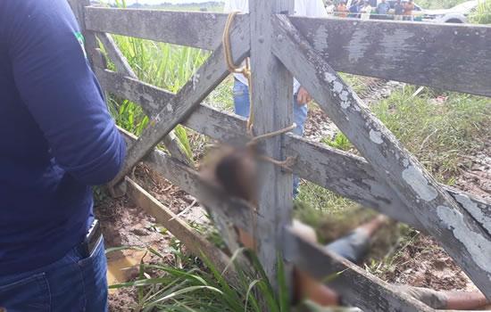 Menor com 30 passagens pela polícia é encontrado morto amarrado em porteira de fazenda