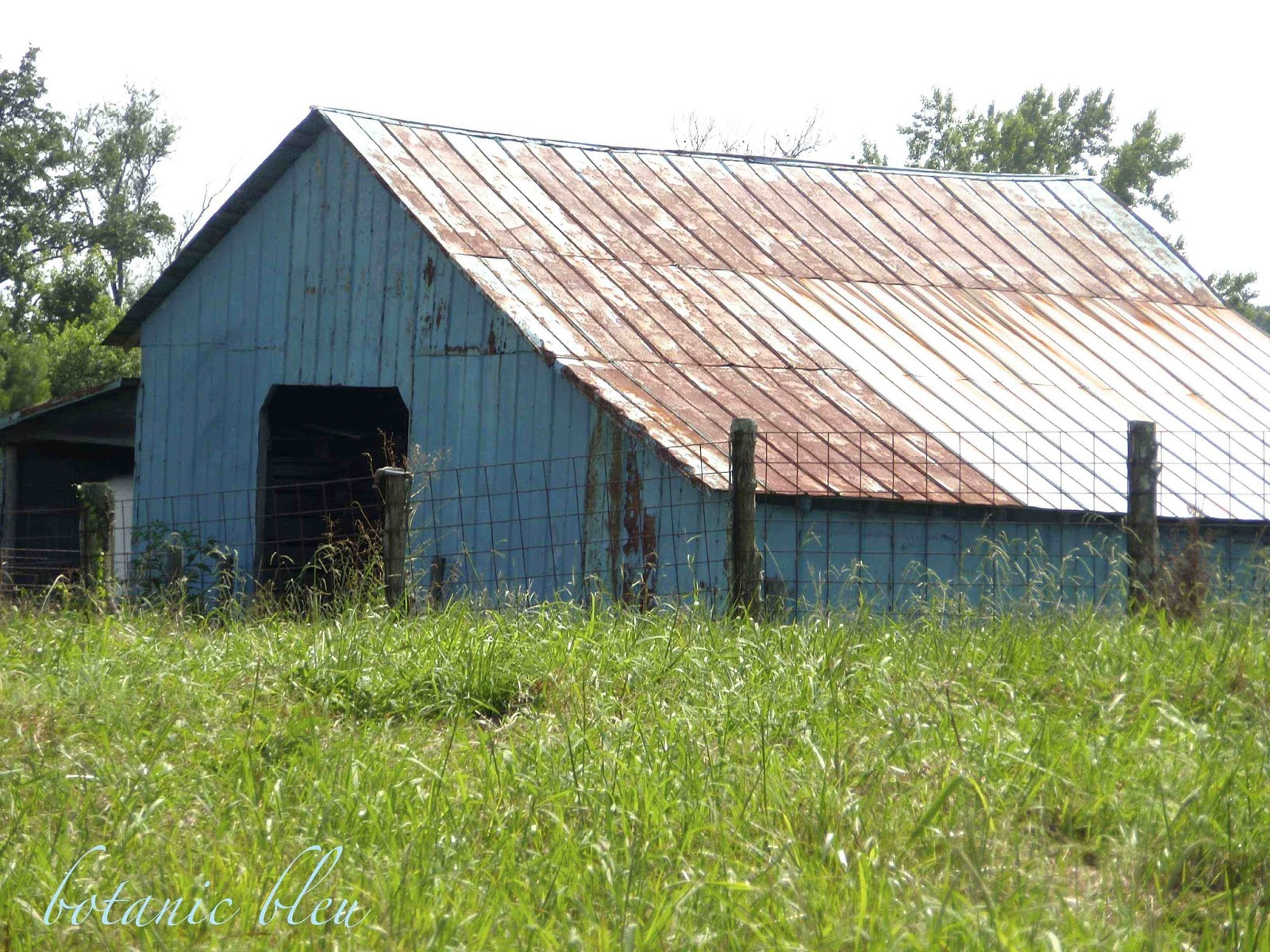 Botanic Bleu Mountain Blue Barn