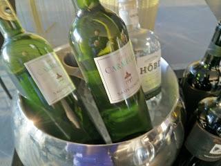 Hilton Tallinn Park Executive Loungen juomia: viiniä, vodkaa, giniä