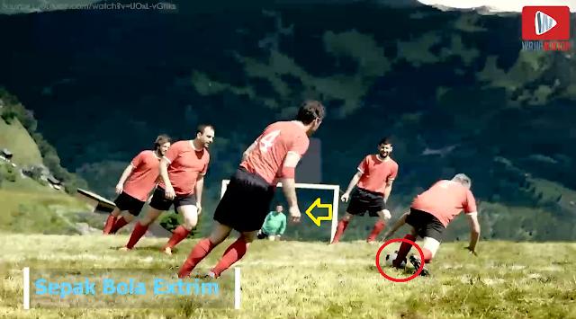 Berniat Uji Nyali? Yuk, Main Sepak Bola di Lereng Gunung Alpen yang Curam, Kamu Harus Coba!
