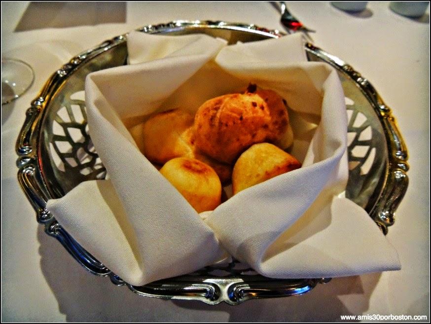 Fogo De Chão: Pão de queijo