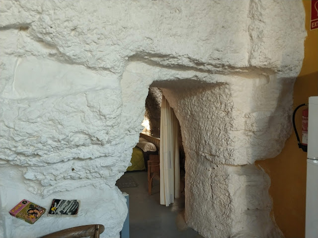 Entrada a una habitación de las Cuevas de las Bardenas Reales