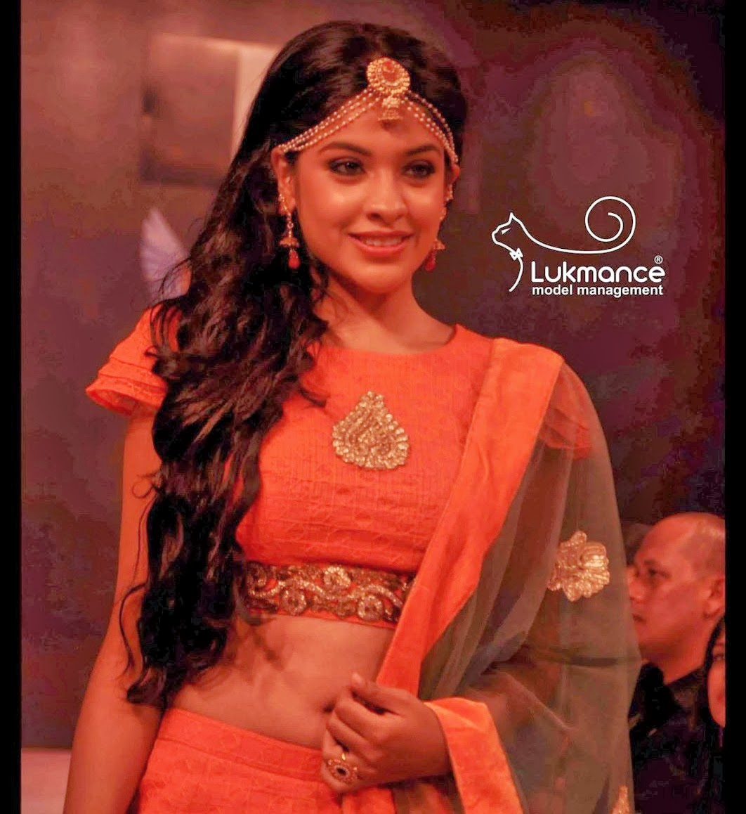 actress rare collections archana kavi latest clear navel show
