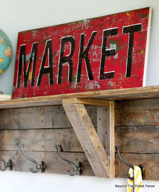 Make a vintage inspired sign with this chippy paint technique