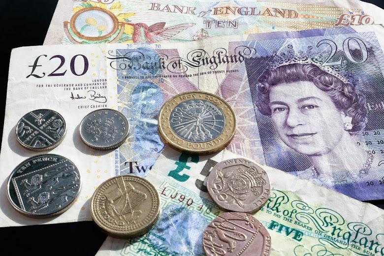 英鎊現金與紙鈔