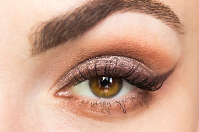 Кремовые тени Catrice Liquid Metal 040 Brown Under Кремовые тени Catrice Liquid Metal 050 Smart Mauve макияж