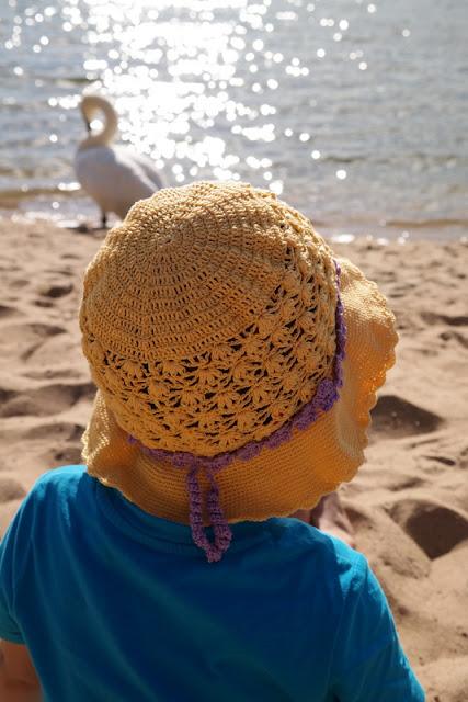 Szydełkowy kapelusz dla dziewczynki