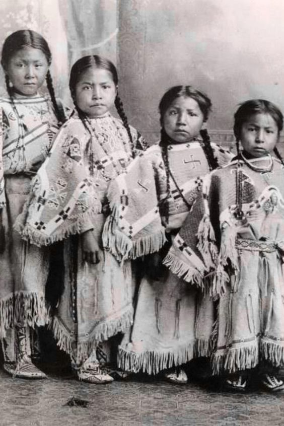 31 Rare Photos of Native American Children in the Late ...