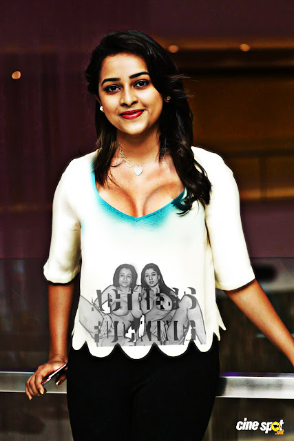 Sri Divya nude hot cleavage in outdoor photoshoot