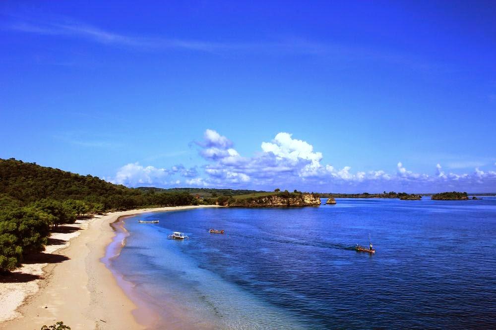 Panorama dan Keindahan Pink Beach Lombok