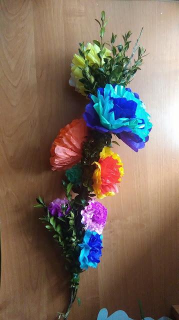 palma wielkanocna diy, jak zrobić palmę wielkanocną, buszkszpan, kwiatki z bibułki diy, ozdoby na wielkanoc diy