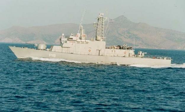 Τουρκικό εμπορικό πλοίο «ακούμπησε» την κανονιοφόρο «Αρματωλός»